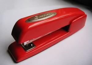 640px-Stapler-swingline-red